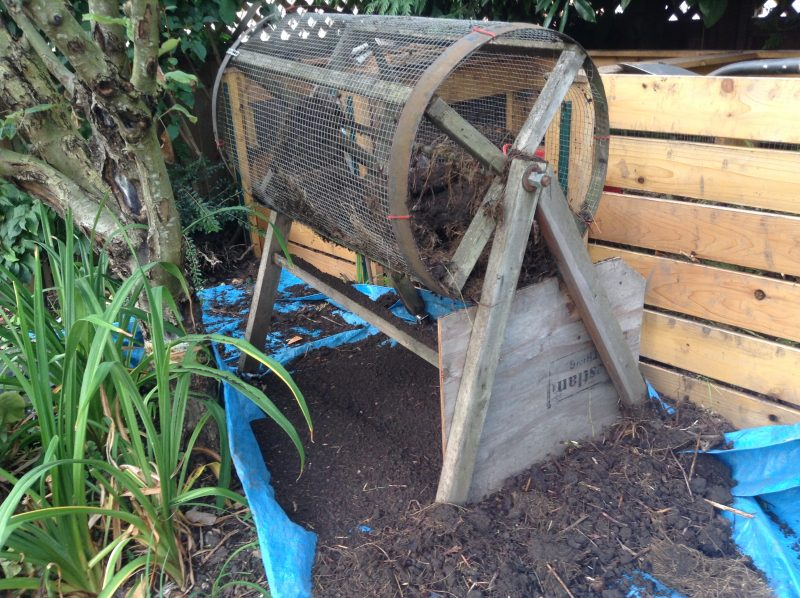 5 Steps to Rotate Compost Efficiently - A compost bin is a great way to recycle your used plants and leaves. To help the process along, it is worth your effort to take the time to rotate compost.