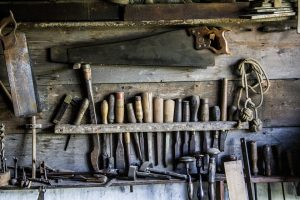 15 Woodworking Tools That You Can Use In The Garden [Buying Guide]